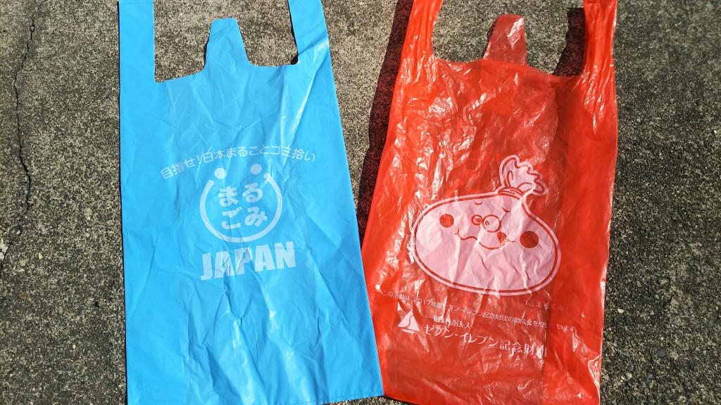 セブン-イレブン記念財団の助成でゴミ袋